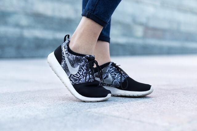 city-woman-feet-legs (1)