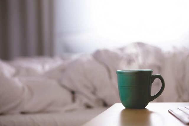 coffee-cup-bed-bedroom (1)
