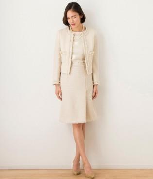 ベージュのセットアップやスーツを着て、 靴とバッグも白やベージュ系にすることで とてもエレガントな雰囲気になります。