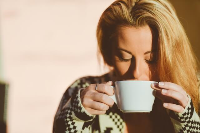 person-woman-coffee-cup (1)