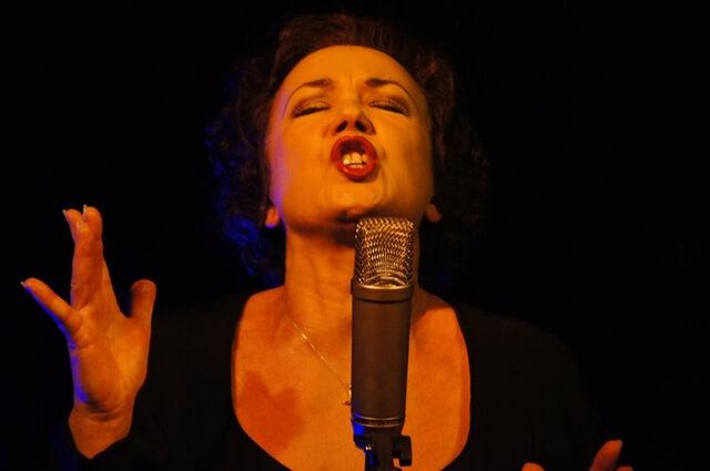sing-singing-singer-microphone-64274 (1)