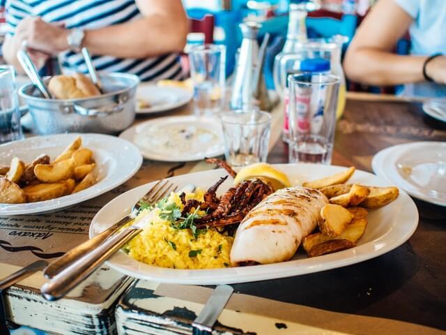 food-plate-restaurant-eating (1)