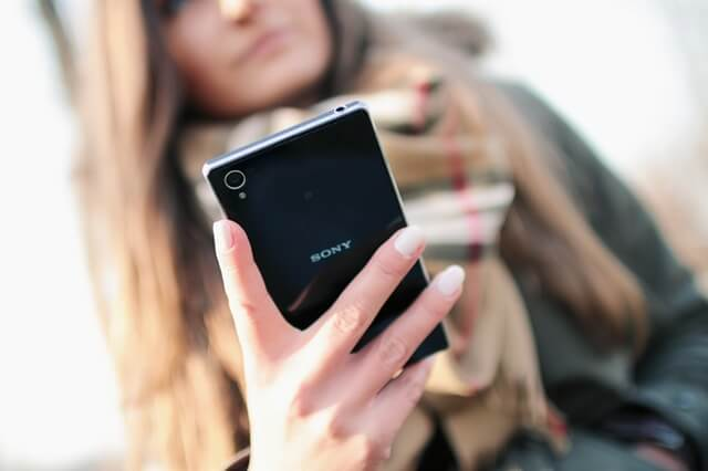 person-woman-hand-smartphone (1)