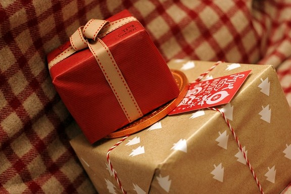 クリスマスプレゼントの相場とは?彼氏と彼女の違いw