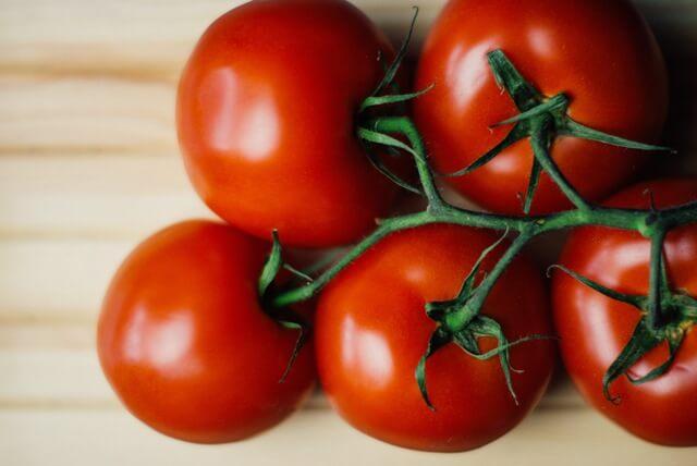 food-wood-tomatoes (1)