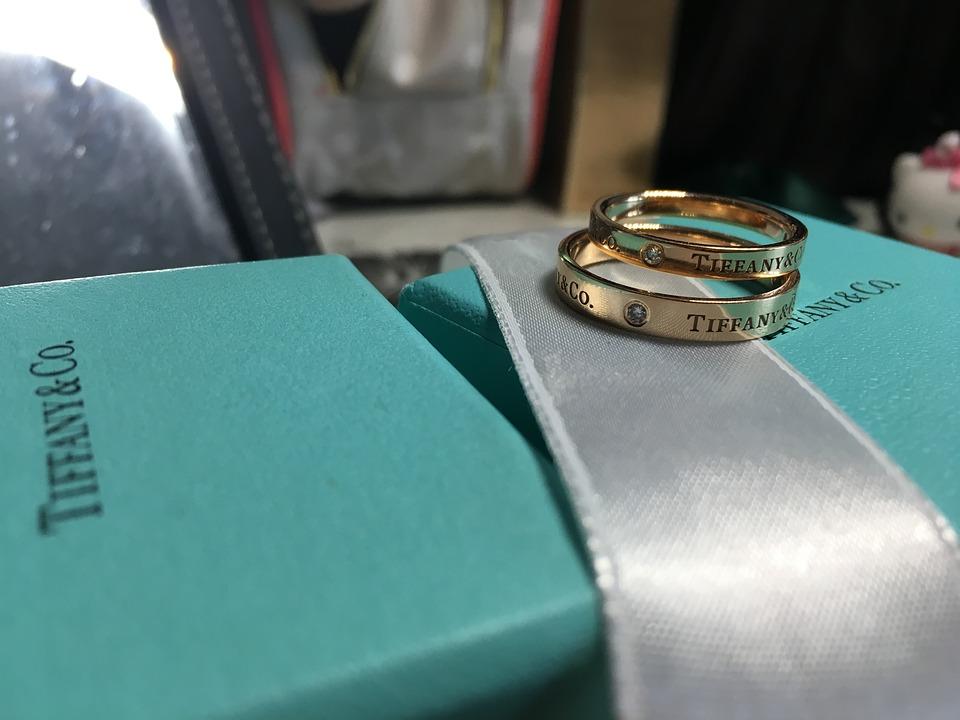 ティファニー 婚約 指輪 相場
